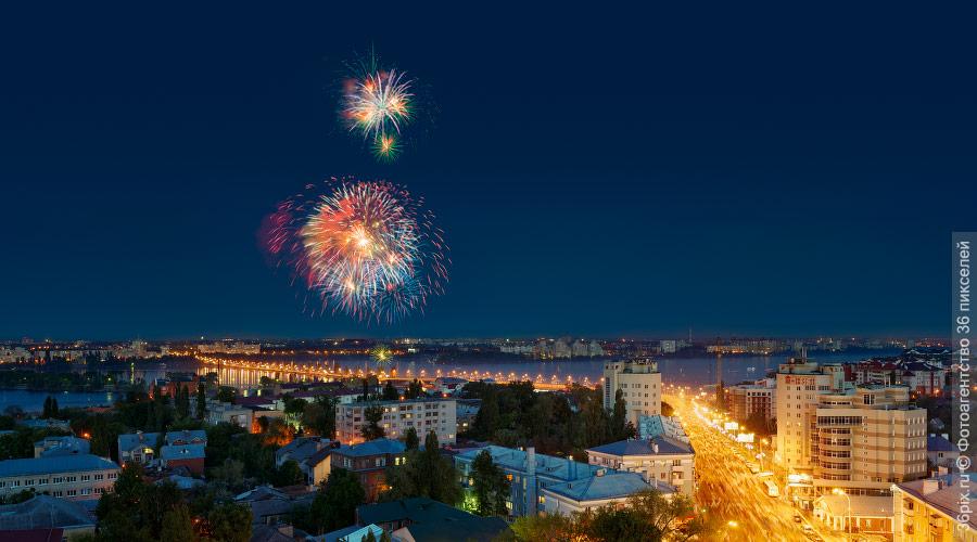 Праздничный фейерверк в Воронеже
