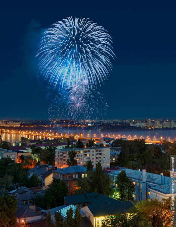 Фейерверк 9 мая над центром Воронежа
