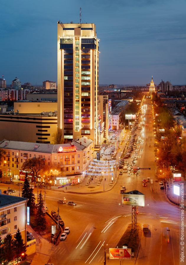 Кольцовская улица вечером. Воронеж