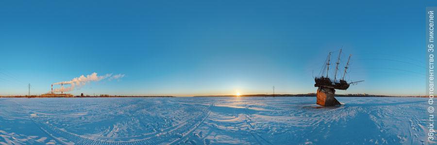 Панорама ВоГРЭСа и памятника фрегату «Меркурий»